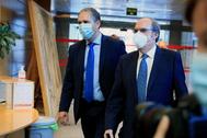 José Cepeda y Ángel Gabilondo, este jueves, en la Asamblea de Madrid.
