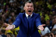 Basketball - EuroLeague Final Four Semi Final B - Fenerbahce Dogus Istanbul vs Zalgiris Kaunas - ?Stark Arena?, Belgrade, Serbia - May 18, 2018 Zalgiris Kaunas coach Sarunas lt;HIT gt;Jasikevicius lt;/HIT gt; reacts REUTERS/Alkis Konstantinidis - RC1D38557500