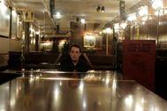 2/07/2020.Foto Javier Barbancho.Madrid Comunidad de Madrid. Madrid CORONAVIRUS ,fase 3, Calle Almirante Bar cafe PUB lt;HIT gt;Toni lt;/HIT gt;2 el pianista afinando el piano antes de abrir el local al publico