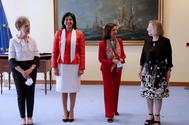 La directora del CNI, Paz Esteban, la secretaria de Estado de Defensa, Esperanza Casteleiro, la ministra Robles y la subsecretaria del Ministerio, Amparo Varcarce.