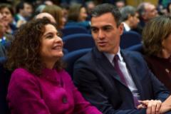 El presidente del Gobierno, Pedro Sánchez, junto a la ministra de Hacienda, María Jesús Montero.