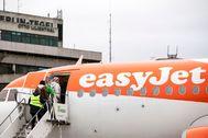 Pasajeros en un avión de EasyJet, aerolínea con sede británica.