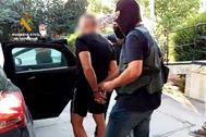 Antonio Tejón, en el momento de ser arrestado por la Guardia Civil.