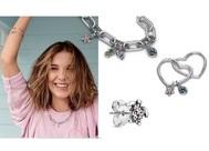 Millie Bobby Brown con sus diseños en plata para Pandora