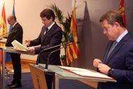 Emiliano García-Page, Alfonso Fernández-Mañueco y Javier Lambán, durante la firma, este viernes en Soria, del documento suscrito entre los tres.