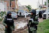 Fuerzas de seguridad en la escena del asesinato de 26 jóvenes en un centro de rehabilitación en Guanajuato el 1 de julio.