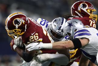 Adrian Peterson, de los Washington Redskins, durante un partido.