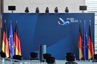 Banderas europeas y alemanas, en el estreno de la Presidencia germana en Berlín.