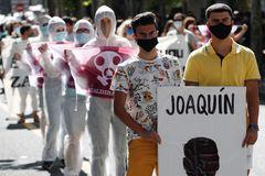 Manifestación en Eibar en recuerdo de Joaqui y Alberto.