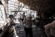 Tehran (Iran (islamic Republic Of)).- Iranian fire fighter officers inspect the scene of an explosion at the lt;HIT gt;Sina lt;/HIT gt; lt;HIT gt;Athar lt;/HIT gt; health centre in north of Tehran, Iran, 01 July 2020. Iranian state media outlets have reported at least 19 deaths caused by the explosion that appears to have taken place in the clinic's underground levels. Emergency personnel and firefighters have gathered at the medical centre. Authorities have yet to release official casualty figures. (Incendio, Teherán) EPA/