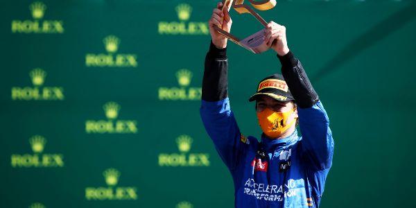Norris, con su trofeo, en el podio del GP de Austria.