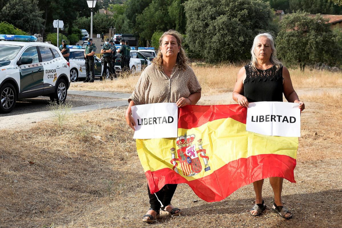 Claudina y Ascensión, el chalet y la Benémerita.
