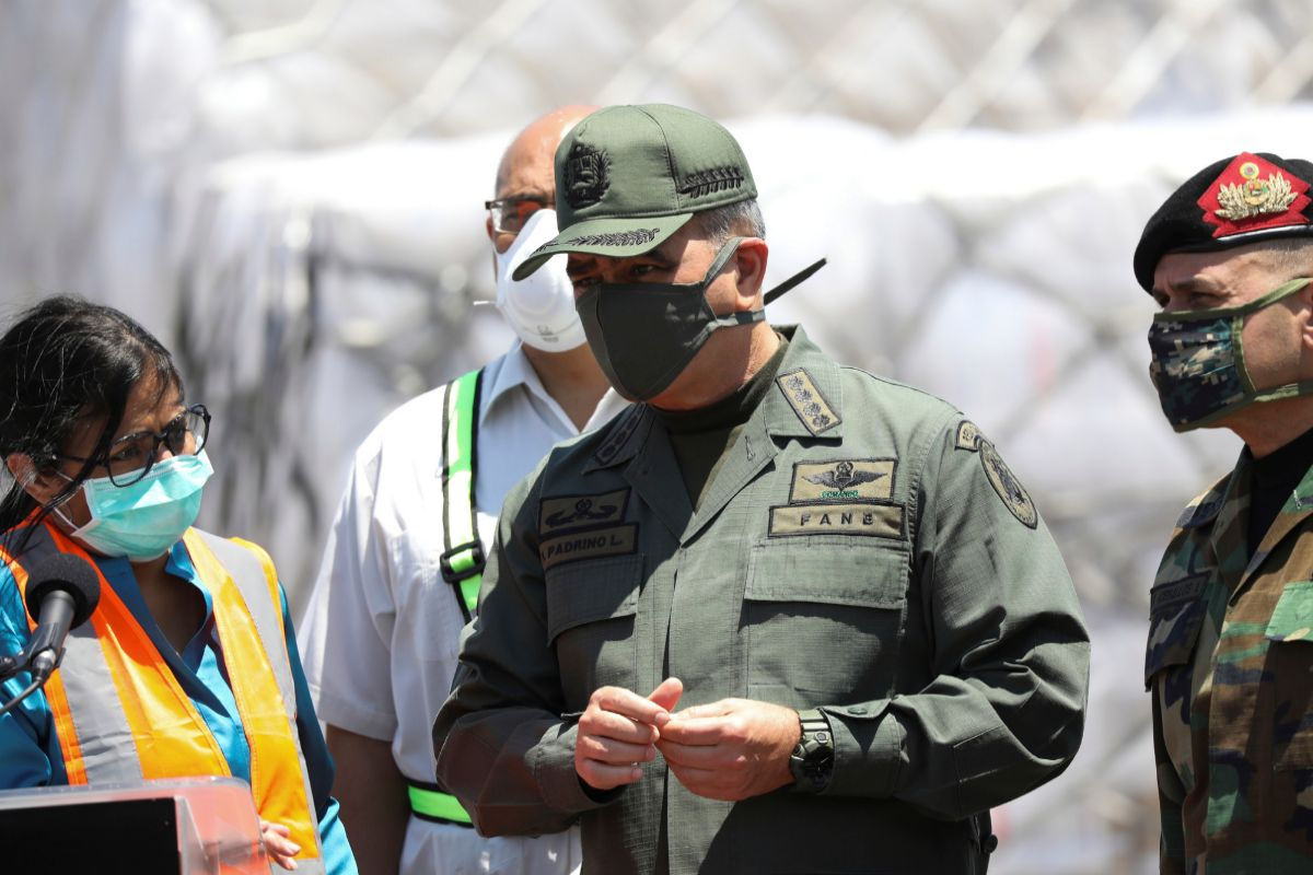 Venezuela's Vice President Delcy Rodriguez, Defense Minister lt;HIT gt;Vladimir lt;/HIT gt; lt;HIT gt;Padrino lt;/HIT gt; and Commander of the Strategic Operational Command, Admiral Remigio Ceballos are seen before a speech during the arrival of humanitarian aid coming from China at Simon Bolivar international airport during the national quarantine in response to the spread of the coronavirus disease (COVID-19) in Caracas, Venezuela March 28, 2020. REUTERS/Manaure Quintero - RC28TF90VSAZ