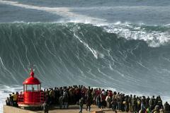El surfista de Nazaré sabe que mañana habrá buenas olas que cabalgar. En bolsa, las condiciones ideales no siempre se dan.