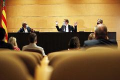 El presidente valenciano, Ximo Puig, este lunes durante su reunión con los diputados socialistas en las Cortes Valencianas.