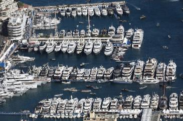 Yates de lujo atracados en Mónaco.