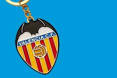Muchos caprichos, millones perdidos y algún éxito: la inversión extranjera en el fútbol español
