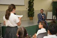 El alcalde, José Benlloch (PSOE), en un acto con los alumnos del colegio concertado Consolación de Vila-real.