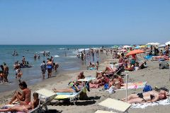 Rome ( lt;HIT gt;Italy lt;/HIT gt;).- People visit the lt;HIT gt;beach lt;/HIT gt; on a hot summer day at the Lido di Castel Porziano in Rome, lt;HIT gt;Italy lt;/HIT gt;, 28 June 2020. The country is experiencing a heatwave with temperatures reaching up to 36 degrees Celsius on the weekend. (Italia, Roma) EPA/