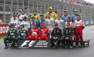 El 9 de marzo de 2003, Fernando posó por primera vez con el mono azul de Renault. Aquel domingo en Melbourne arrancó décimo y acabó séptimo.