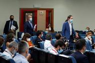 El vicepresidente segundo del Gobierno, Pablo Iglesias, seguido de los ministros Juan Carlos Campo y José Luis Ábalos, a su entrada en la sala de prensa de Moncloa tras el Consejo de Ministros.