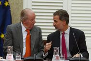 Juan Carlos I y Felipe VI, en una reunión de la Fundación Cotec, en mayo de 2019.