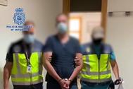 Imagen difundida por la Policía del momento de la detención.