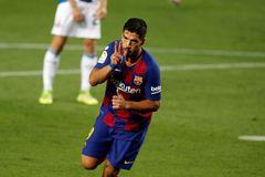 GRAF4849. BARCELONA.- El delantero uruguayo del FC Barcelona lt;HIT gt;Luis lt;/HIT gt; lt;HIT gt;Suárez lt;/HIT gt; celebra su gol ante el Espanyol, durante el partido de Liga en Primera División que disputan esta noche en el Camp Nou.