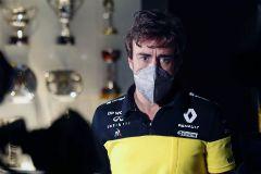 GRAF4660. LLANERA (ASTURIAS).- El piloto lt;HIT gt;Fernando lt;/HIT gt; lt;HIT gt;Alonso lt;/HIT gt; este miércoles en la grabación de un documental en el museo que tiene en el municipio asturiano de Llanera. El español lt;HIT gt;Fernando lt;/HIT gt; lt;HIT gt;Alonso lt;/HIT gt; ha anunciado que en 2021 volverá a competir en el Mundial de Fórmula Uno con Renault, con la que ganó sus dos títulos mundiales -2005 y 2006-, en la que será su tercera etapa en la escudería francesa. J.L. Cereijido