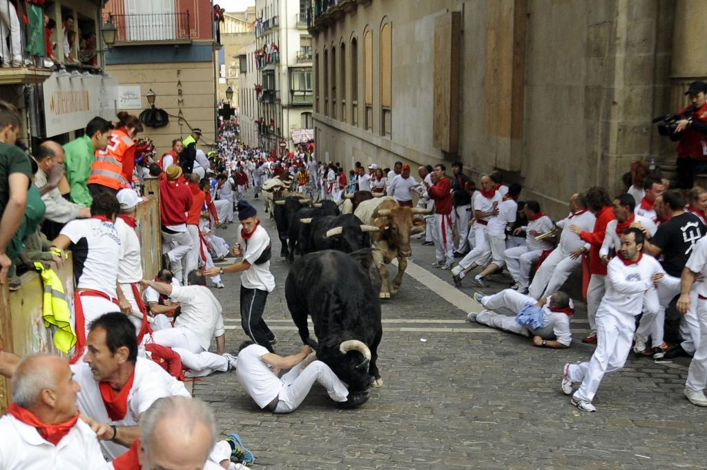 Uno de los corredores arrollado por el toro de Garcigrande.