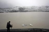 Un cámara graba el retroceso anual del hielo en un glaciar islandés