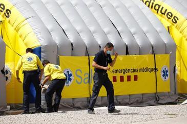 Hospital de campaña instalado junto al Hospital Universitario Arnau de Vilanova debido al brote de coronavirus