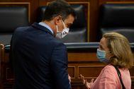 archdc. Madrid, 17 de junio de 2020. Pleno de control al Gobierno en el Congreso de los Diputados. En la imagen: lt;HIT gt;Pedro lt;/HIT gt; lt;HIT gt;Sanchez lt;/HIT gt; y lt;HIT gt;Nadia lt;/HIT gt; lt;HIT gt;Calviño lt;/HIT gt;.