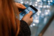 48 días completos al año pegados el móvil