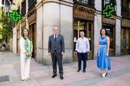 Miembros del COF y el actor, Miguel Ángel Garzón, tras presentar la campaña