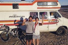 Atrapados en Chile por el Covid dos españoles que iban de Ushuaia a Alaska en autocaravana y bici