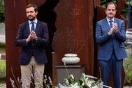 Pablo Casado y Carlos Iturgaiz durante el homenaje a Miguel Ángel Blanco en Ermua.