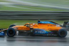 Sainz, tercero en una épica clasificación bajo el diluvio en Austria