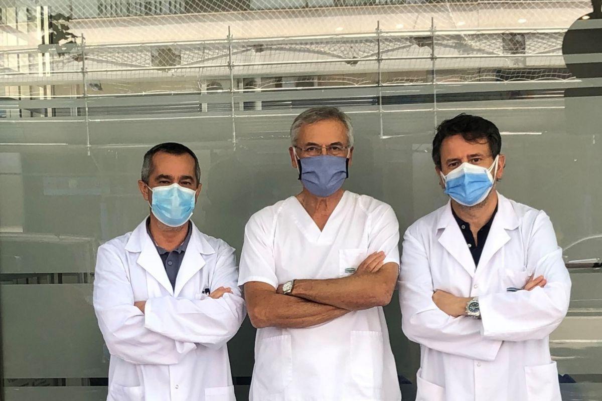 Los doctores Nagore, Guillén y Sanmartín, en el servicio de Dermatología del IVO.
