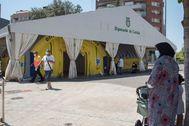 GRAF6403. TORRES DE SEGRE ( lt;HIT gt;LLEIDA lt;/HIT gt;).- Vista de los albergues y pabellones deportivos para alojar a los temporeros que trabajan en la campaña de recolección de fruta y tratar de evitar la propagación del rebrote de coronavirus en la localidad de Torres de Segre en lt;HIT gt;Lleida lt;/HIT gt; este sábado.
