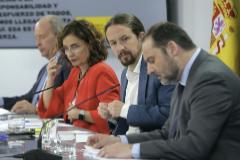 Iglesias atiende a una pregunta, junto a los ministros Ábalos, Montero y Campo, en La Moncloa.