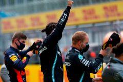 Hamilton aburre a todos en otra catástrofe de Ferrari