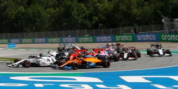El choque entre Leclerc y Vettel en la curva 3 del Red Bull Ring.