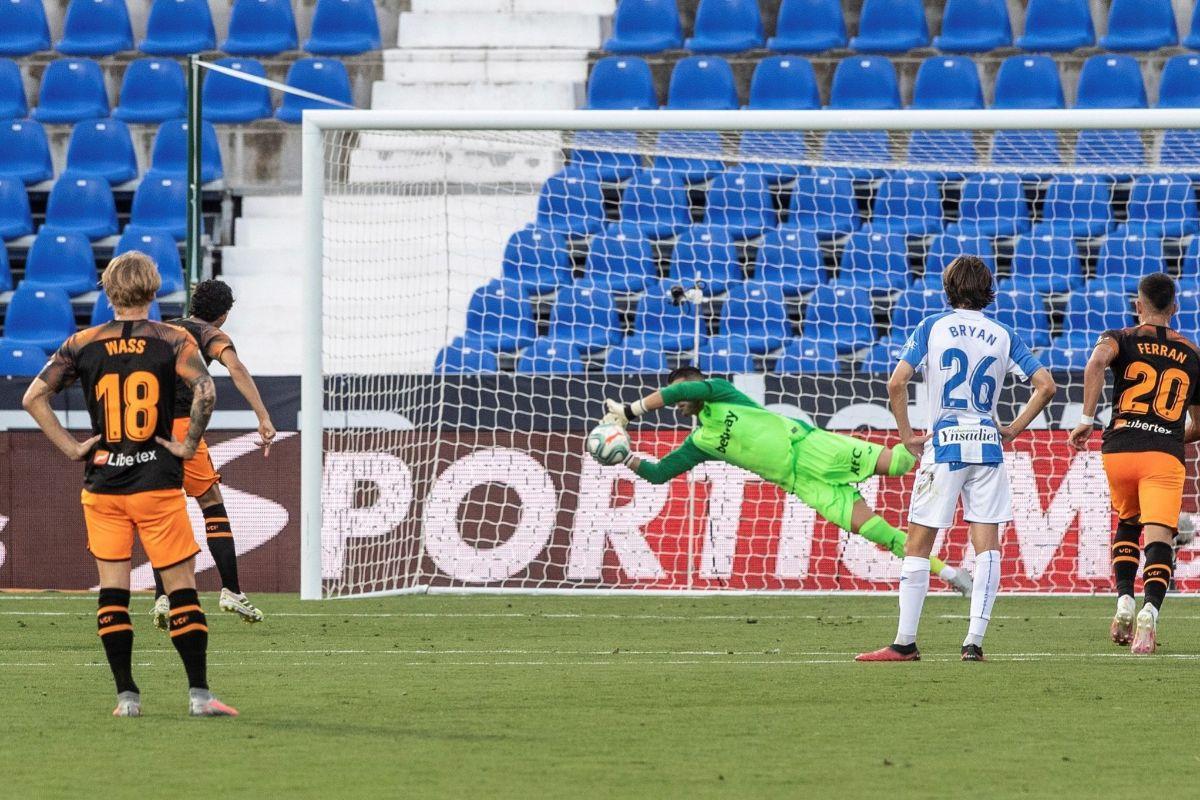 El Valencia se hunde y regala una vida extra al Leganés