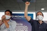 Pablo Iglesias, con el cabeza de lista del partido morado en Galicia, Antón Gómez-Reino, que no ha conseguido ningún escaño.