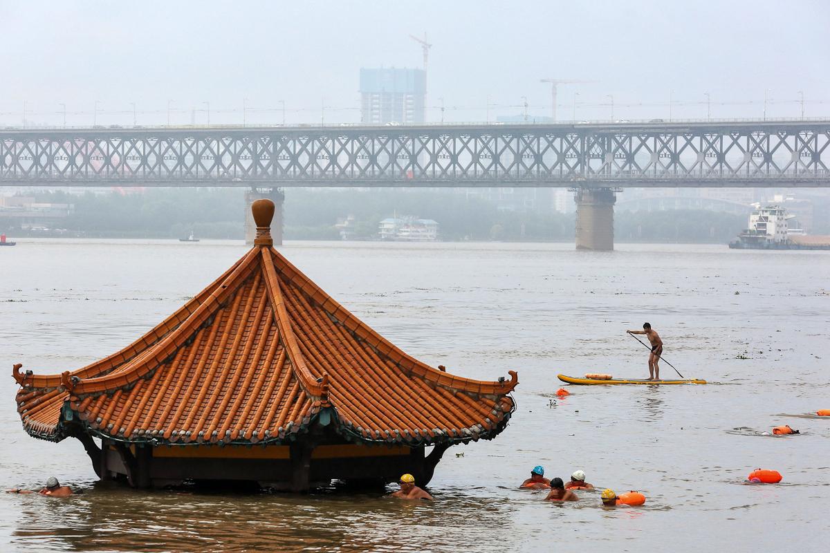 El río Yangtsé desbordado en Wuhan.