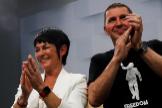 Maddalen Iriarte y Arnaldo Otegi, celebrando los resultados. J. ETXEZARRETA / EFE