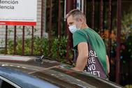 Iñaki Urdangarin llega al centro Hogar Don Orione para realizar su voluntariado, este lunes, en Pozuelo de Alarcón (Madrid).