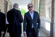 El exdirector general de Trabajo, Daniel Rivera, a las puertas de los juzgados de Sevilla.