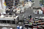 Imagen tomada por la Guardia Civil en el interior de la planta de reciclaje.